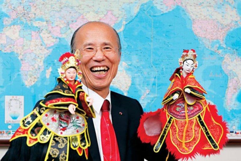 呂慶龍獲頒法國西南部梅贊市與南部格拉貝爾市榮譽公民。 (攝影者.賴建宏)