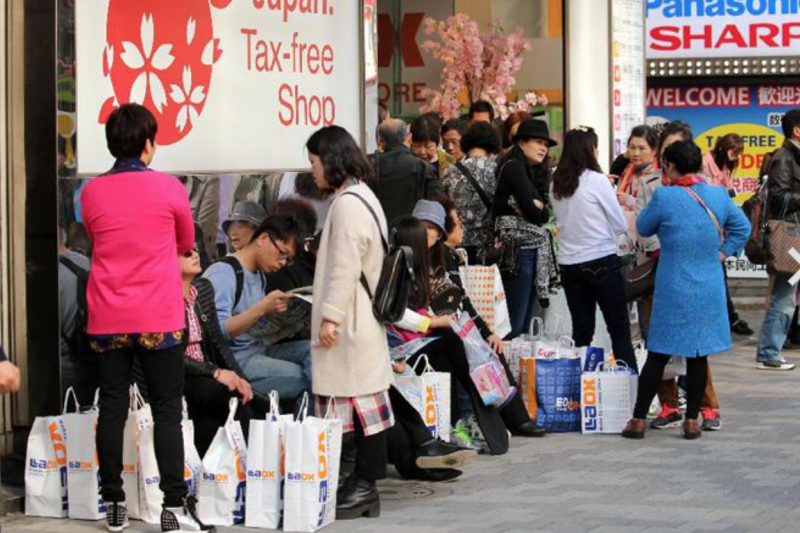 陸客在日本展現驚人消費力。(翻攝Twitter)