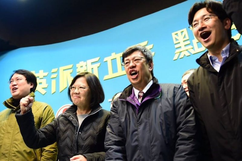 蔡英文是繼韓國朴槿惠之後,東亞第二位民選的女性總統及臺灣歷史上首位女性總統(蔡英文官方臉書)