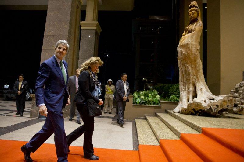美國國務卿凱瑞25日造訪國家寮國(美聯社)