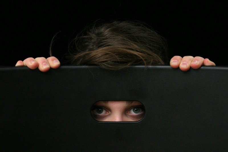 是害羞?還是社交焦慮症?盡早面對勝於延遲治療。(圖/Marco Arcangeli@flickr)