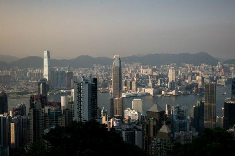 根據美國物業顧問機構Demographia最新的調查,香港的房價是全球87個大城市最高的,是平均家庭所得的19倍。(BBC中文網)