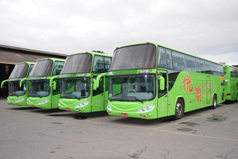 今(30)日公路總局宣布,轄下49家客運業者全數承諾春節期間用「7休1」排班。圖為統聯客運遊覽車。(資料照,取自中華民國紅十字會總會網站)