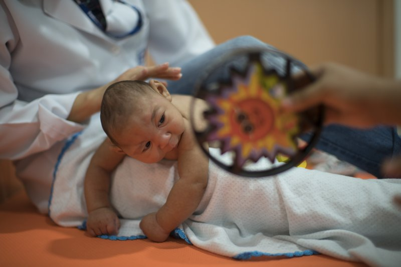 新生兒醫材缺乏,應思考以獨立預算減少缺貨,避免救治不及的憾事。(美聯社)