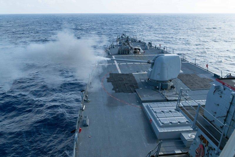 柯蒂斯·威爾伯號驅逐艦月初在南海海域進行實彈射擊。(美國海軍官網)