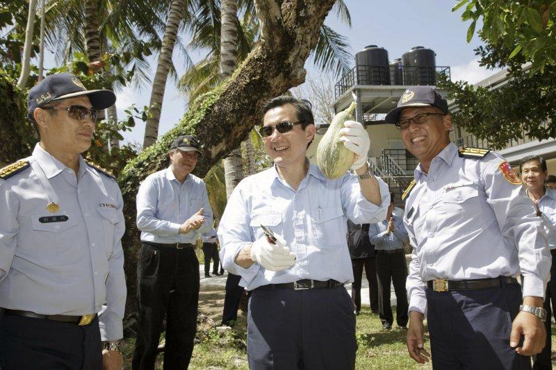馬英九總統日前搭專機飛抵南沙太平島巡視。(總統府提供)