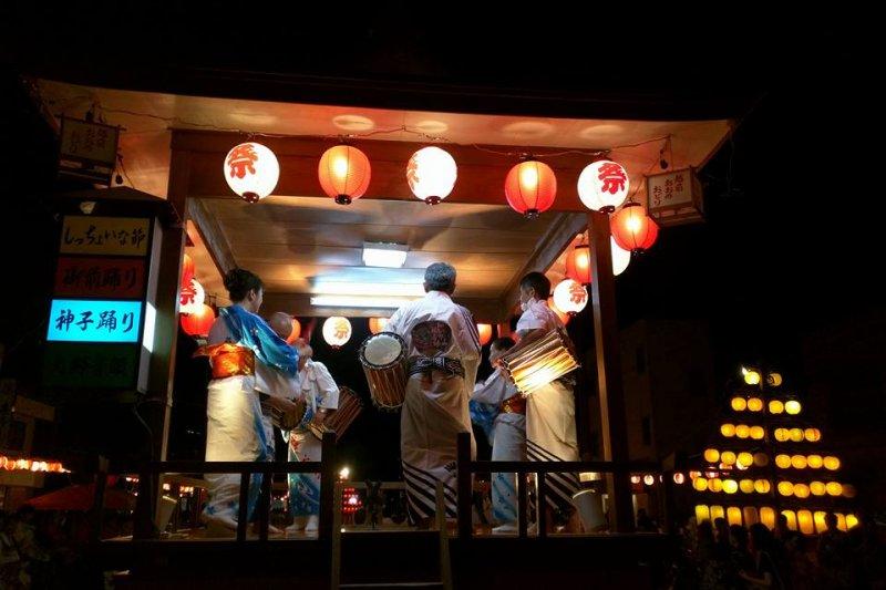 每逢盂蘭盆節,大野市便會舉辦「大野城祭」,邀請民眾共舞慶祝。(翻攝越前大野臉書)