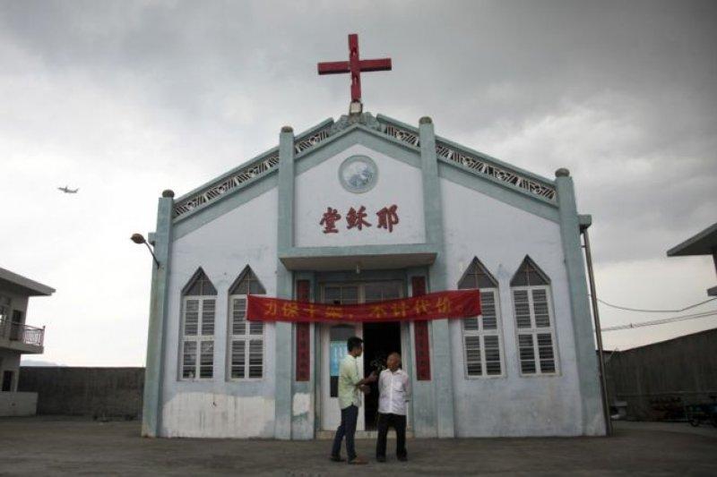 顧約瑟曾就2014年浙江當地政府開始的強拆十字架行為表示反對。(BBC中文網)