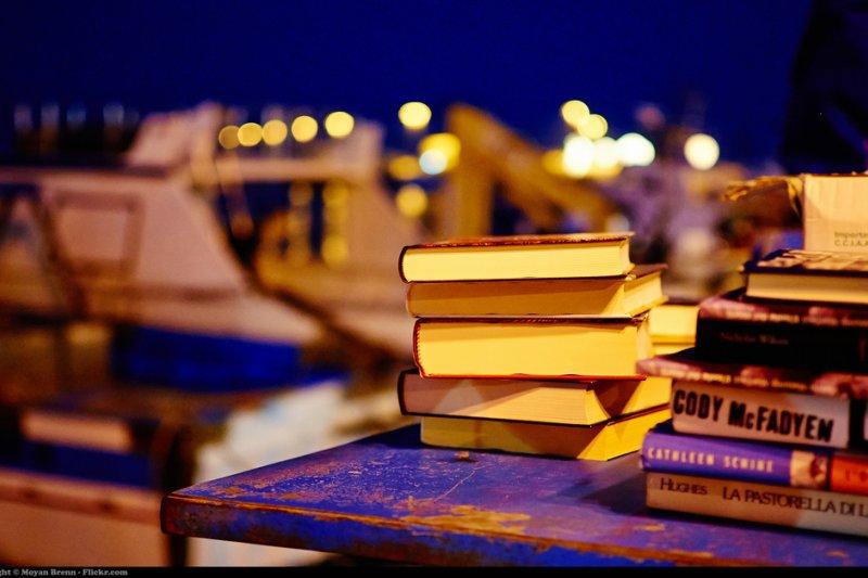 春節假期除了看電影,也看看原著小說享受另一番魅力吧!(圖/Moyan Brenn@flickr)