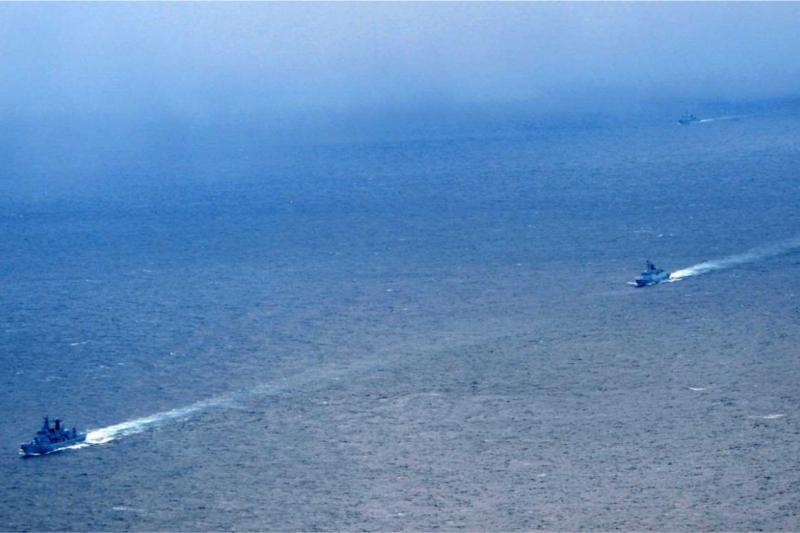 通過津輕海峽的中國艦隊。(統合幕僚監部)
