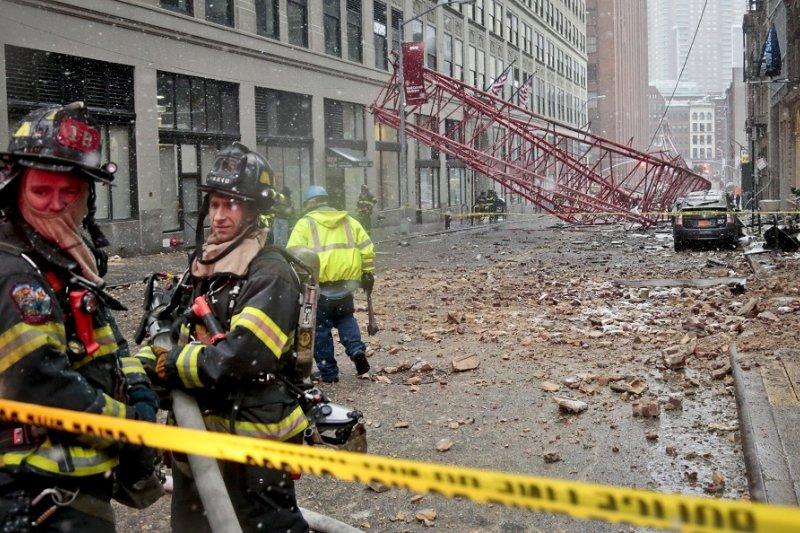 紐約市5日發生起重機倒塌事故(美聯社)