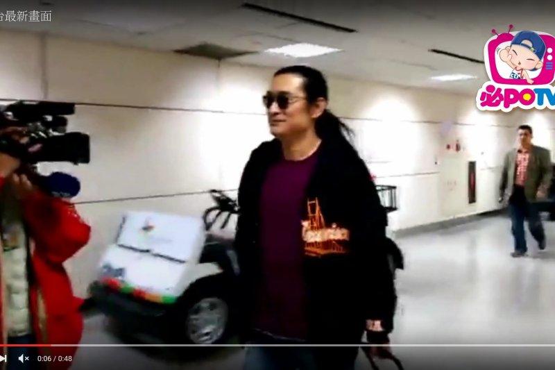 長住中國的藝人黃安近日在微博透漏自己仍在台灣,還跟著民眾上街買口罩,根據《中國時報》報導,有中國網友質疑黃安「大陸有瘟疫了,你就跑回台灣了」,而黃安則回應,沒想到回台過節就回不去了。(資料照,取自YouTube)