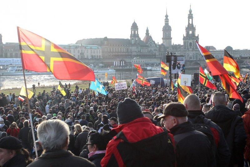 德國德列斯登舉行Pegida遊行活動(美聯社)