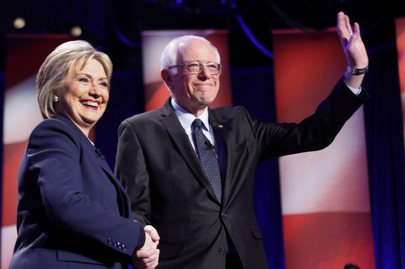 美國總統大選黨內初選,民主黨希拉蕊.柯林頓(Hillary Clinton)與桑德斯(Bernie Sanders)競爭激烈。(美聯社)