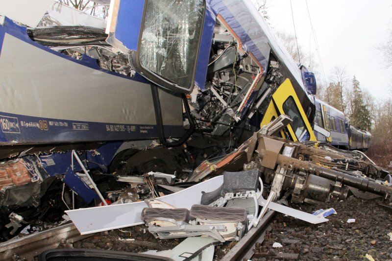 德國南部巴伐利亞邦(Bavaria)巴德艾布林(Bad Aibling)9日清晨發生火車相撞慘劇(美聯社)
