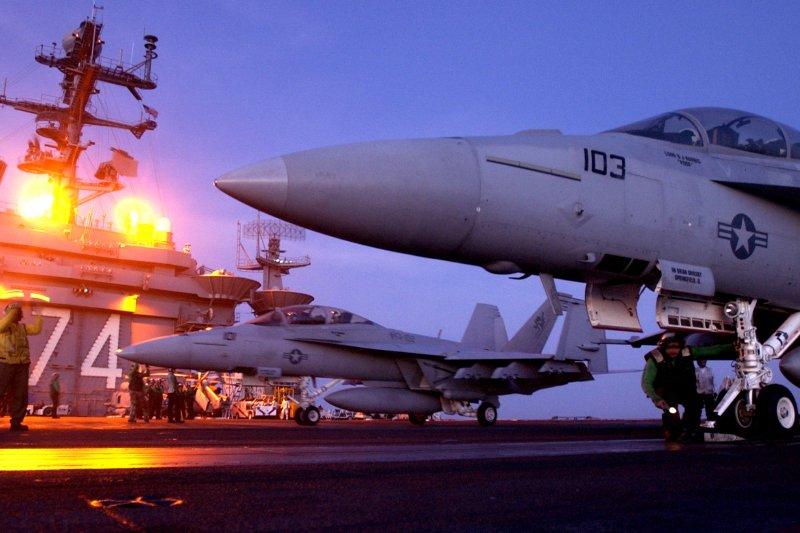 「淘金者」第147攻擊中隊的兩架F/A-18F「大黃蜂」。(美國海軍網站)