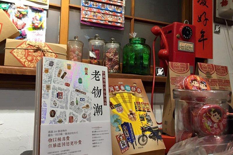 這裡「不知值幾多錢」的老物件,都是蘇俊賓的收藏。(取自蘇拉圖臉書)