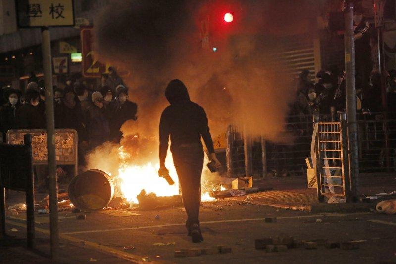 2016年2月9日,香港旺角騒亂。(美聯社)