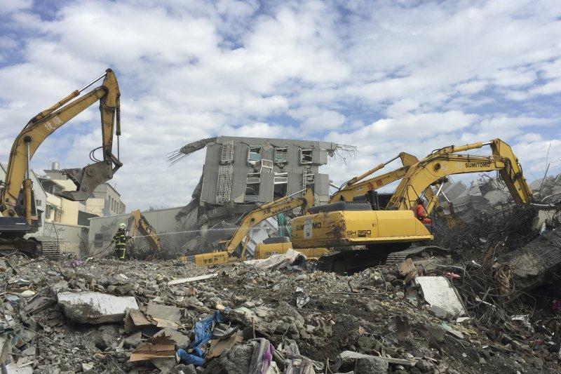 台南震災後,行政院將《都更條例》在內的防災三法列入立院本會期優先法案,希望促進促進災後重建。(美聯社)