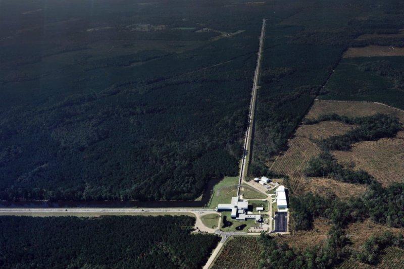 雷射干涉重力波天文台(Laser Interferometer Gravitational-wave Observatory)(LIGO)