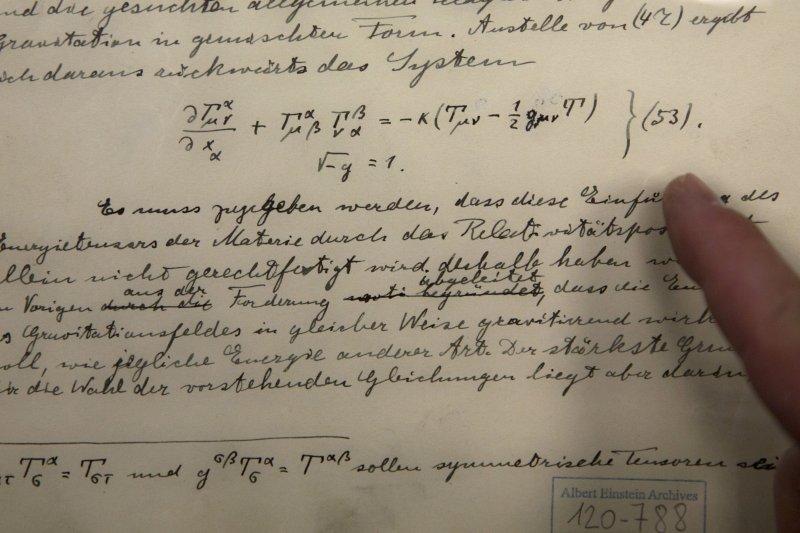 愛因斯坦「廣義相對論」討論重力波的原稿(美聯社)