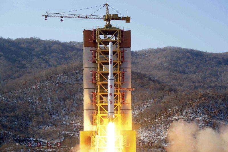 北韓2月7日以「發射衛星」之外試射長程彈道飛彈。(美聯社)