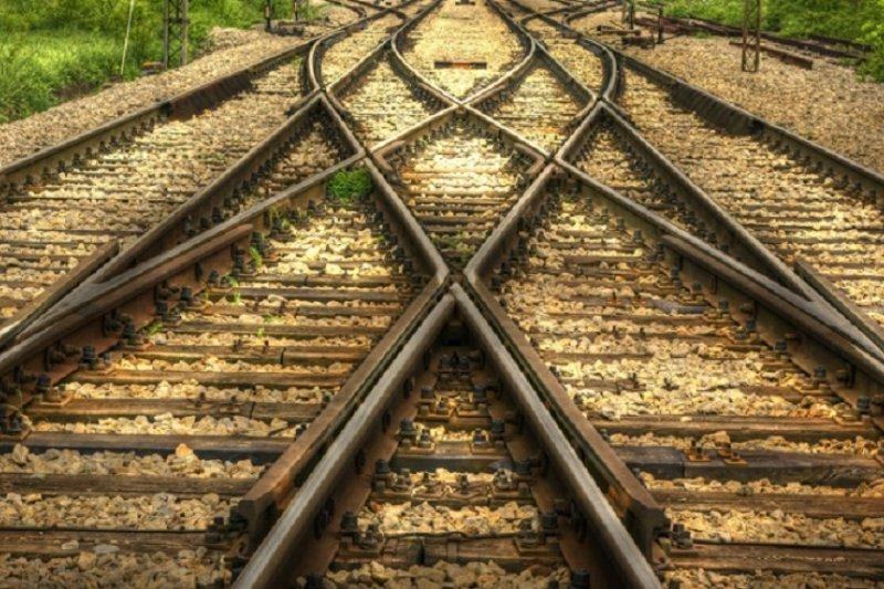 東尼賈德在生命的最後說,「我要乘坐那輛小火車,無所謂終點,就這樣一直坐下去。」。(騰訊)