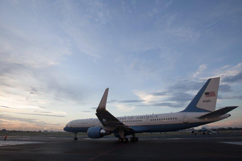 美國與古巴16日簽署協定,正式恢復兩國之間的商業航運,未來每天往返兩國之間的固定航班可望多達110班(美聯社)