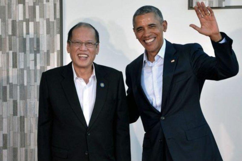 美國總統歐巴馬周二在加州與東協十國領導舉行峰會時表示,南海區域各聲索方必須通過合法方式和平解決爭端(圖為菲律賓總統艾奎諾三世和歐巴馬)。(BBC中文網)