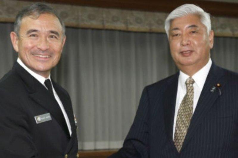 美國太平洋艦隊司令哈里斯周三(17日)與日本防衛相中谷元舉行會晤。(BBC中文網)