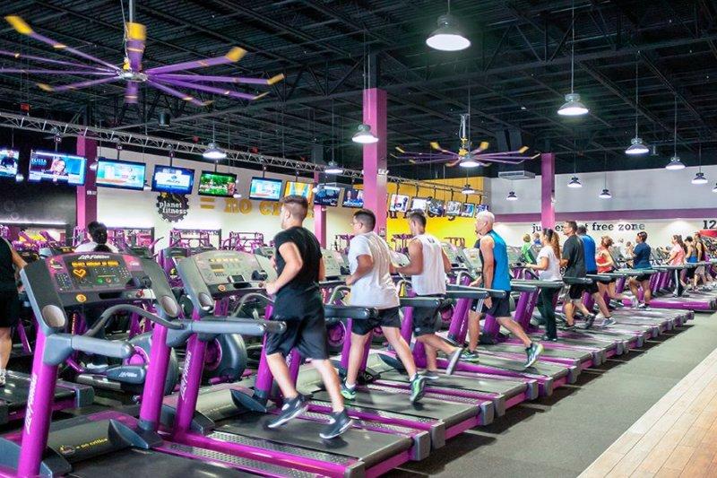 什麼樣的健身房打著:「不要太認真鍛鍊、體脂肪別低於20%..」的標語,讓美國人都瘋狂?(取自Planet Fitness臉書)