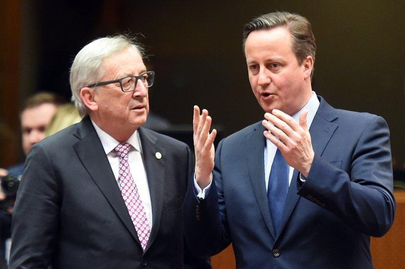 歐盟執委會主席容克(左)與英國首相卡麥隆(右)18日於峰會(美聯社)
