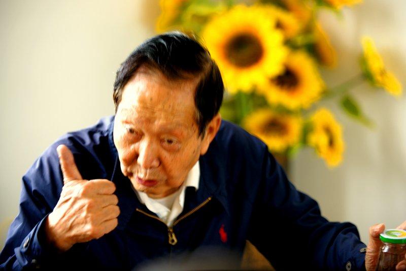 一生致力於普洱茶標準化大師-鄒炳良是經典7542的制訂者及勐海茶廠拼配工藝的傳承者(圖/作者提供)