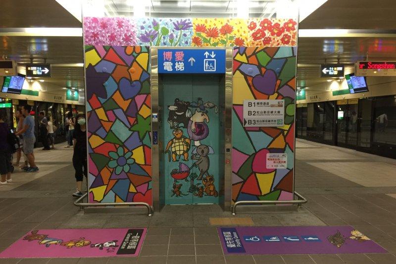 「我是畫家小捷客」徵求國小中、高年級喜歡畫畫的小朋友,為捷運博愛電梯設計新裝。(台北市政府)