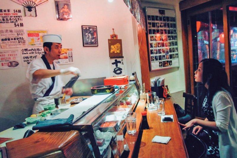 到了紐約東村的聖馬克斯街,才發現世界另一頭的「小東京。」(圖/紐約學)