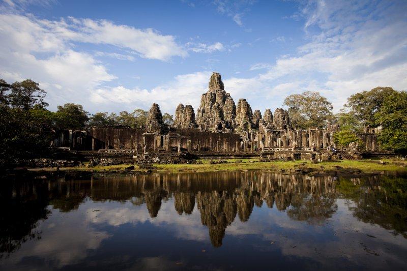 柬埔寨發行紙鈔作為主題的吳哥城。(圖/天下文化提供)