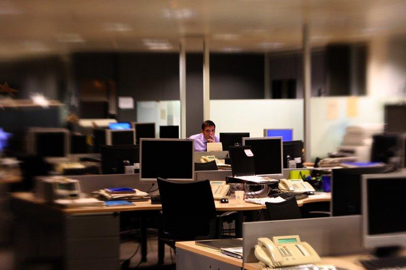 公司只剩下自己好可怕?也許是你發光發熱的時刻!(圖/Carles_Sànchez@flickr)