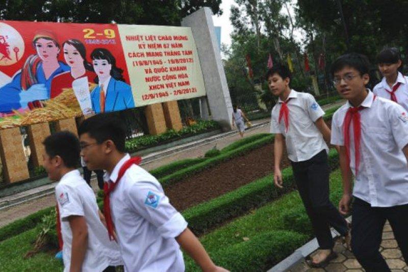 越南目前使用的高中歷史課本是於2000年初出版的。(BBC中文網)
