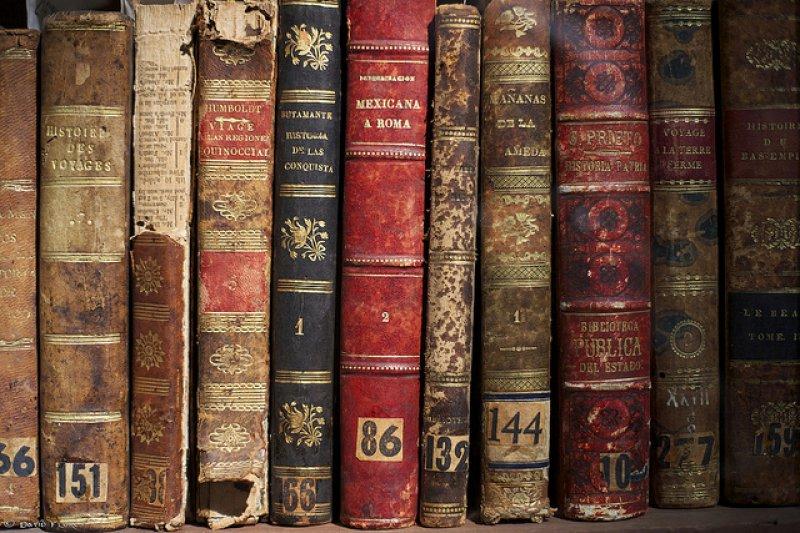 這些美國出版社推薦大學生出社會前要看的書,你讀過嗎?(圖/David Flores@flickr)
