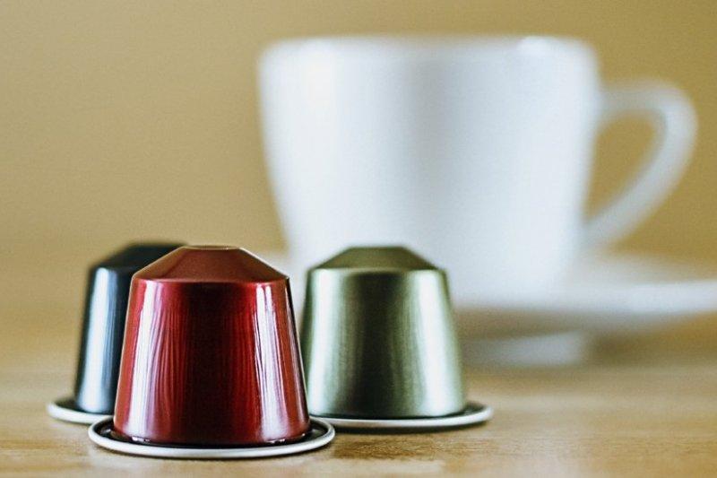 瑞士咖啡品牌Nespresso除在全台精品店及百貨公司設置膠囊回收箱外,今天宣布攜手郵局免郵資回收咖啡膠囊。(資料照,取自推特)