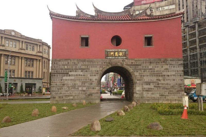 台北市府先為北門廣場進行簡易綠美化工程,後續將再推動景觀改造。(台北市政府提供)