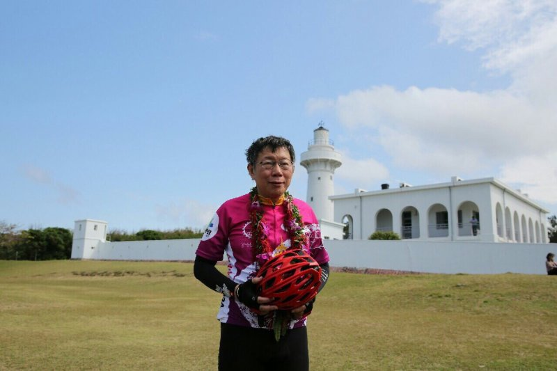 台北市長柯文哲完成「一日雙塔」,28日在屏東鵝鑾鼻發表二二八感言(台北市政府)