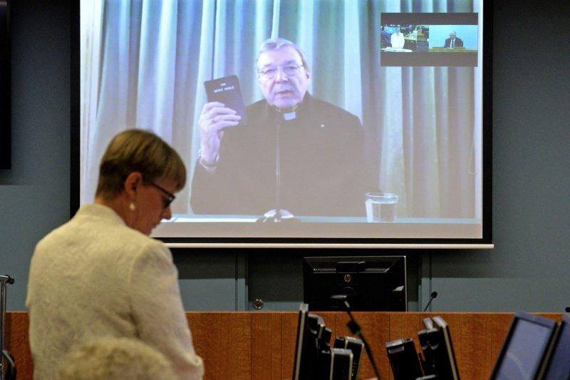 曾在擔任澳洲主教時期包庇多名性侵兒童神職人員的培爾,28日公開出席視訊聽證會。(美聯社)