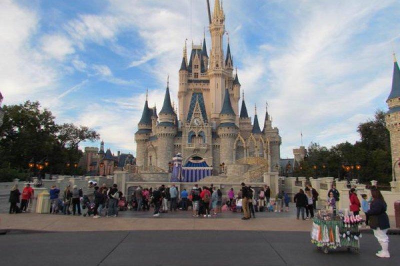 美國佛州迪士尼樂園門票再漲,一張成人票價錢直逼新台幣4000元。(取自推特)