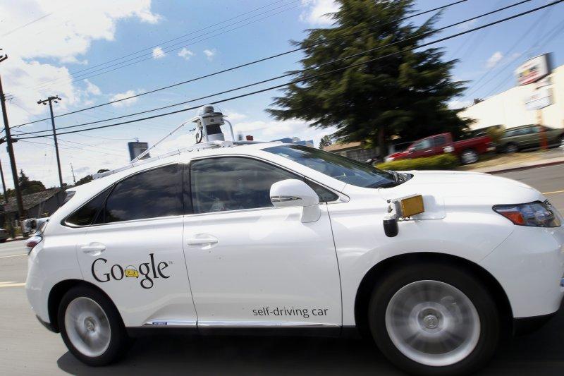 谷歌(Google)肇事的自動駕駛車(self-driving car)(美聯社)