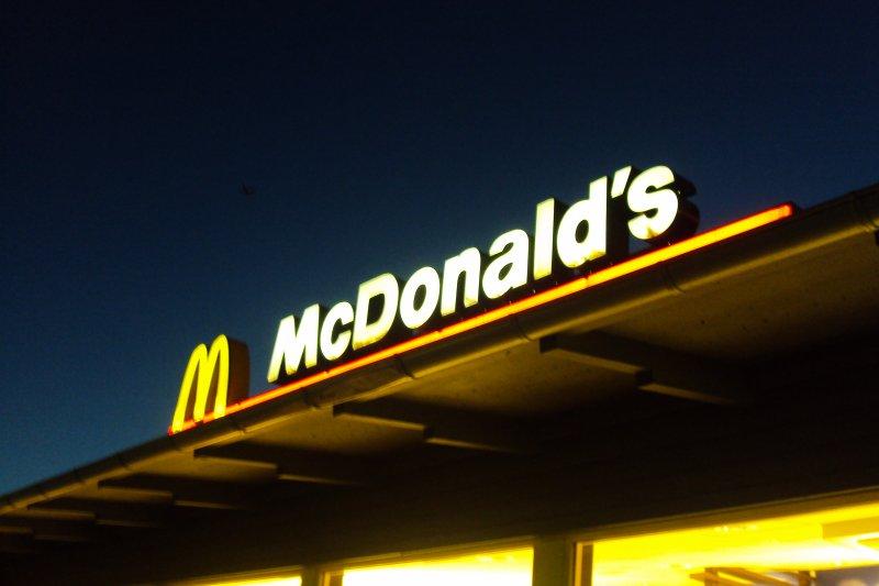 麥當勞台南民族店今天下午被檢出綠薯條,台灣麥當勞晚間發表聲明說,即日起要求炸製前加強檢視。(資料照,取自Wikimedia Commons)