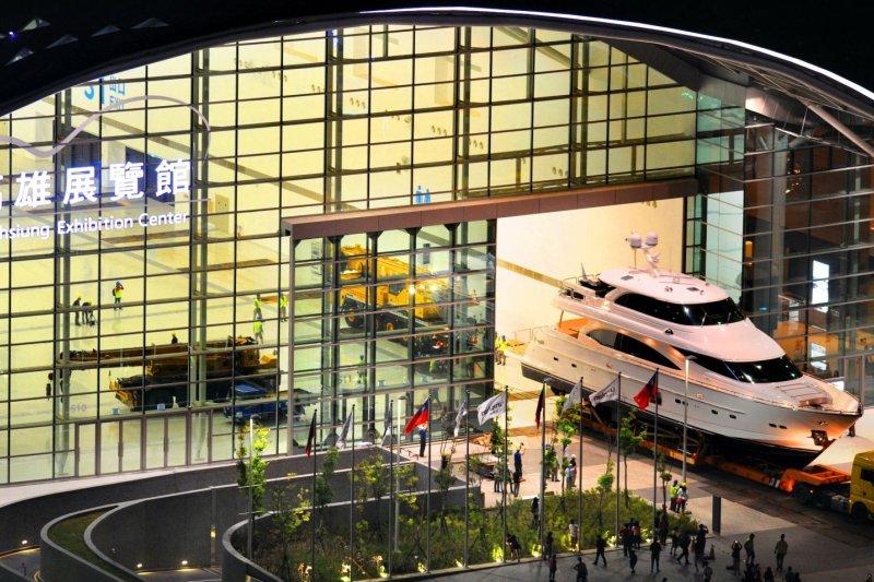 國際遊艇展於高雄展覽館室內展示(高雄市政府)