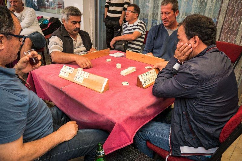 雖然女性也懂得怎麼玩,不過牌桌都是男人的天下(圖/ReflectedSerendipity@flick)