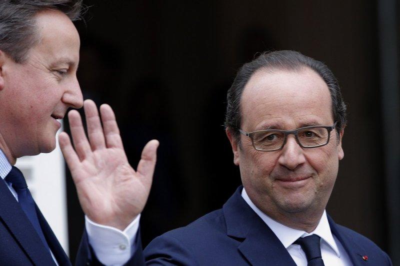法國總統奧朗德(右)與英國首相卡麥隆(左)(美聯社)