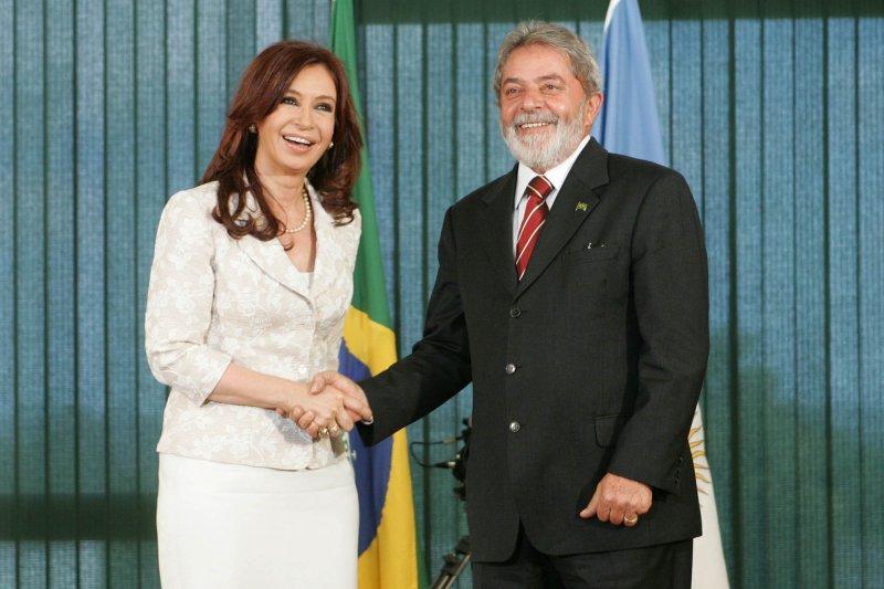 巴西前總統魯拉(右)與阿根廷前總統基什內爾(維基百科)